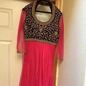 Dresses & Skirts - Hot Pink Dress! 💃🏻